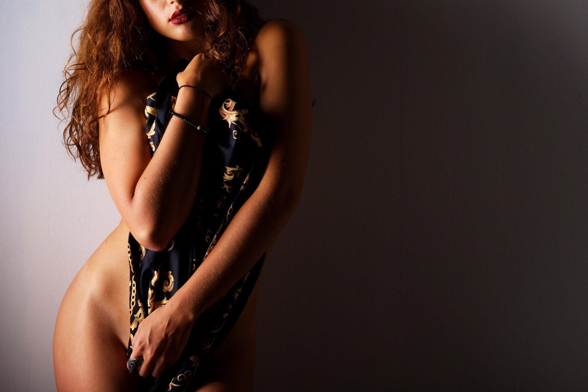 modern & stylish boudoir photographer