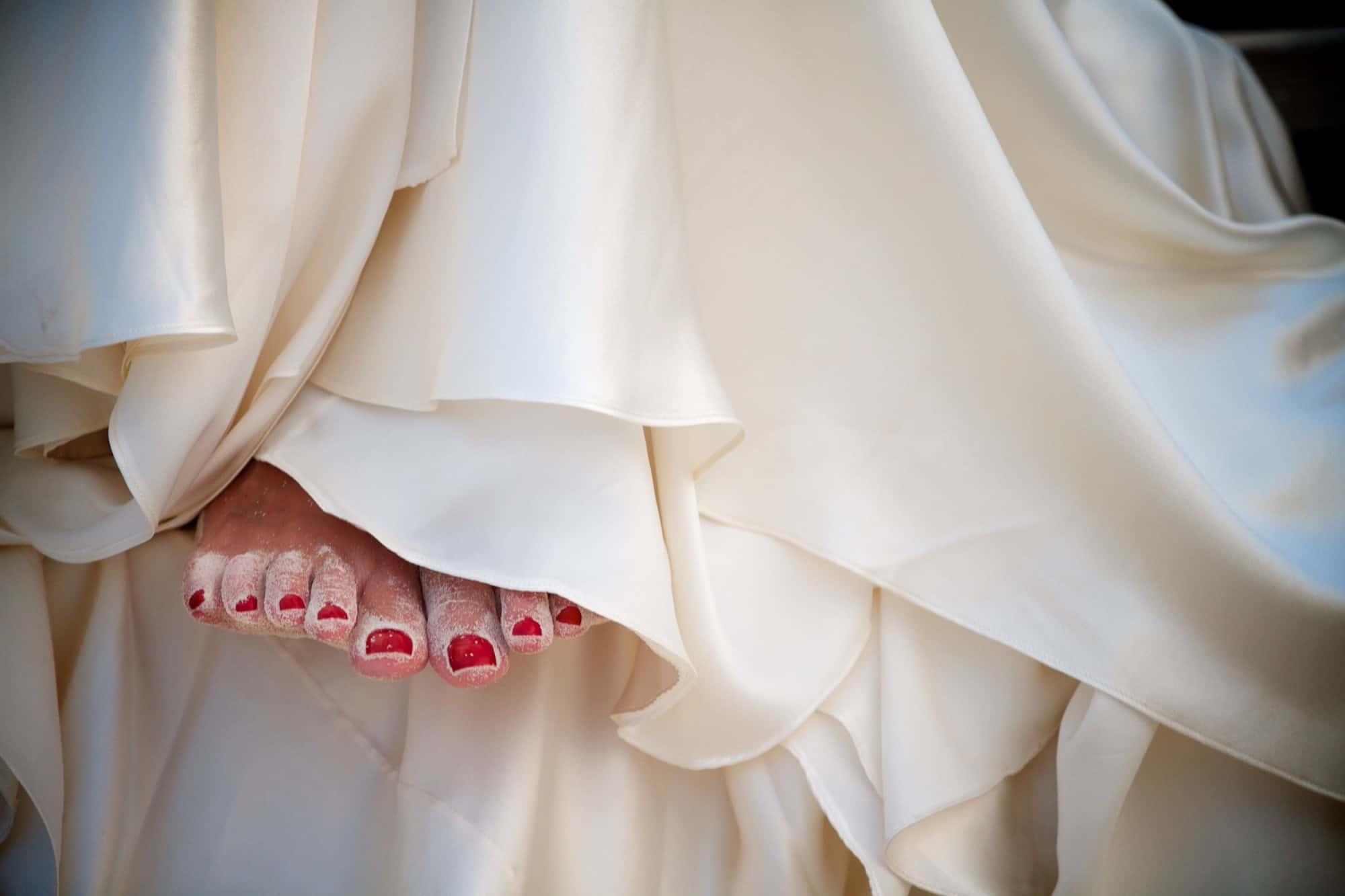 wedding details - bride with sandy toes